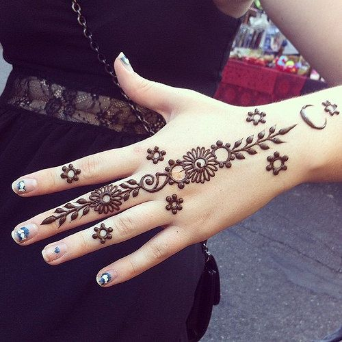 exquisite mehndi design 12