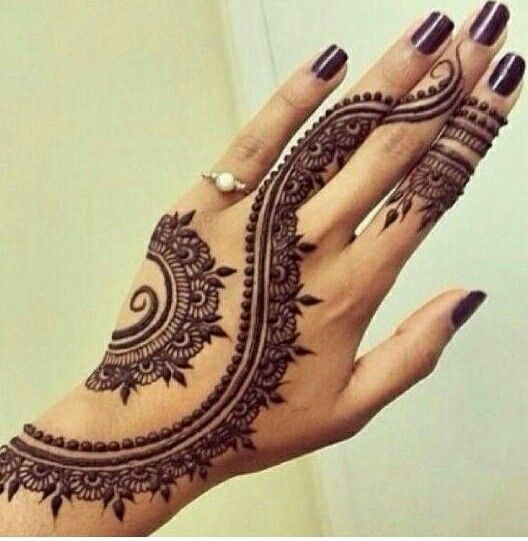 exquisite mehndi design 15