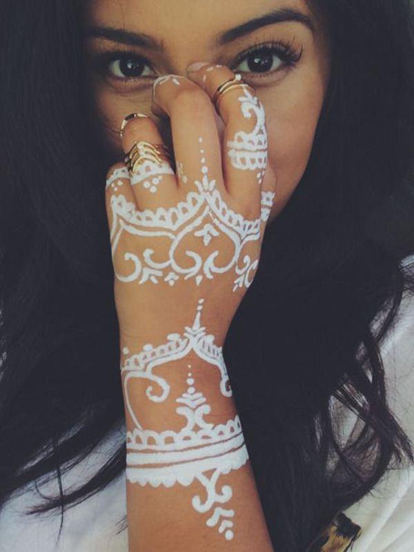Henna Tattoo On Dark Skin: 19 Stunning White Henna Designs For You