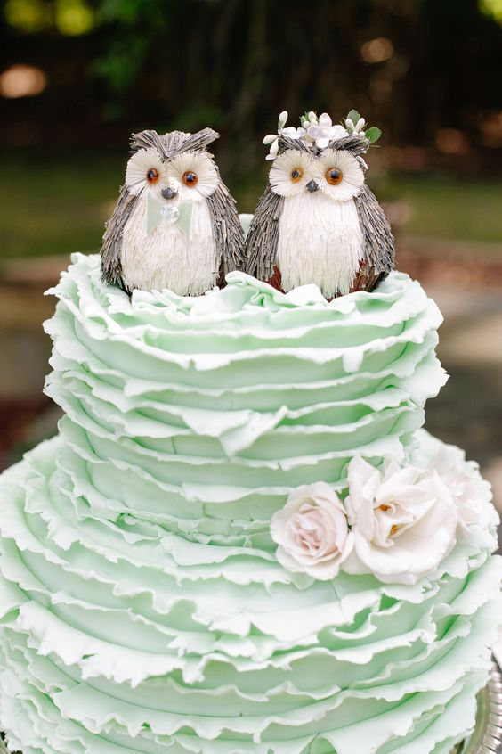 Resting owls wedding cake