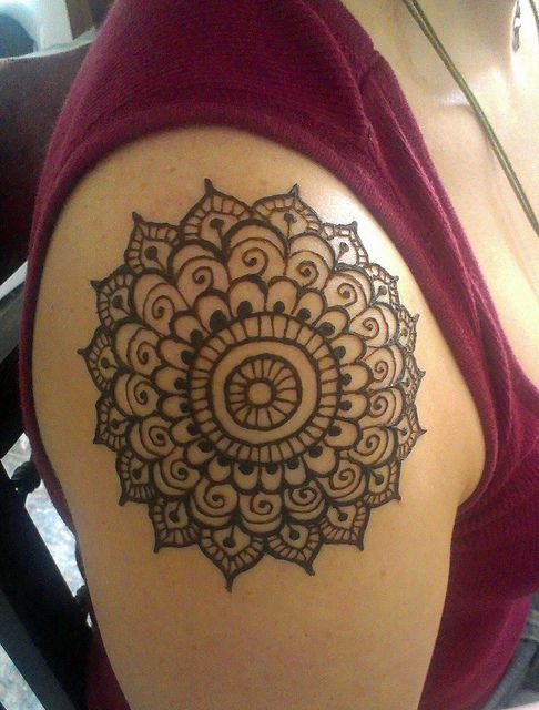 Henna Shoulder Tattoo Designs: 20+ Best Shoulder Mehndi Designs For Those Who Love To