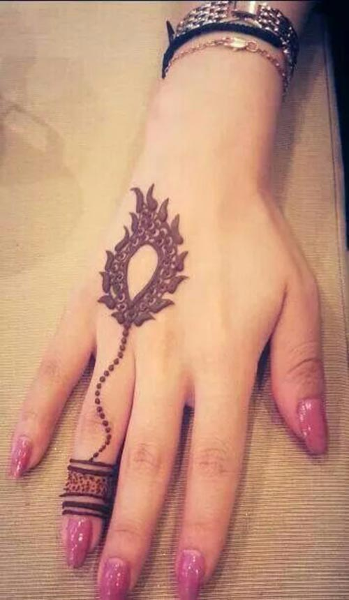 Feather-design-for-ring-finger---Henna-tattoo