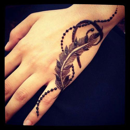 Stylish feather henna design