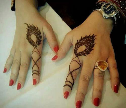 Classy feather design henna for finger