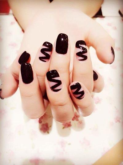 Zig Zag nail art
