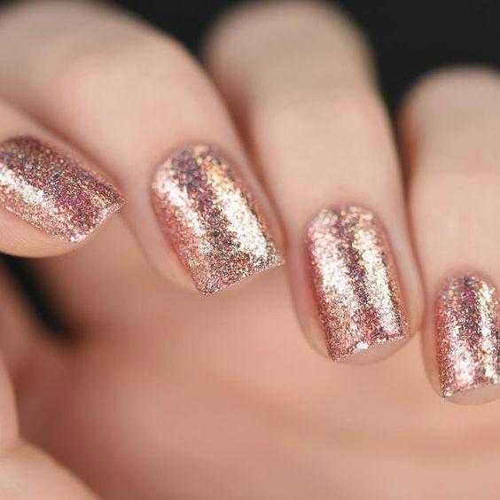 Simply classy rose gold glitter nail art