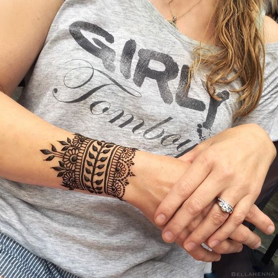 25 Simple Wrist Henna Tattoos: Top 10 Henna Wrist Cuff Designs To Try On Any Occassion