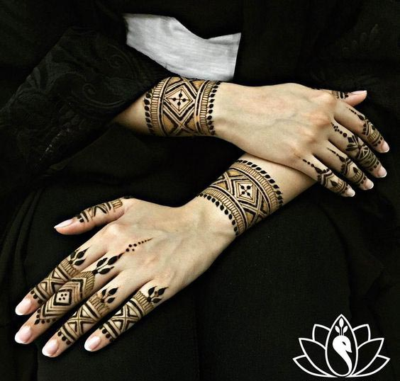 Elegant Wrist Cuff Henna Design: Top 10 Henna Wrist Cuff Designs To Try On Any Occassion