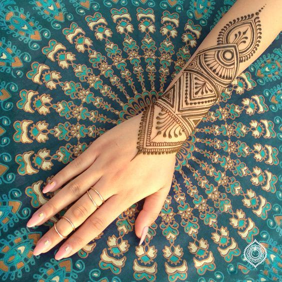 Wrist Mandala Tattoos Henna: Top 10 Henna Wrist Cuff Designs To Try