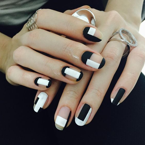 Perfect black and white nailart
