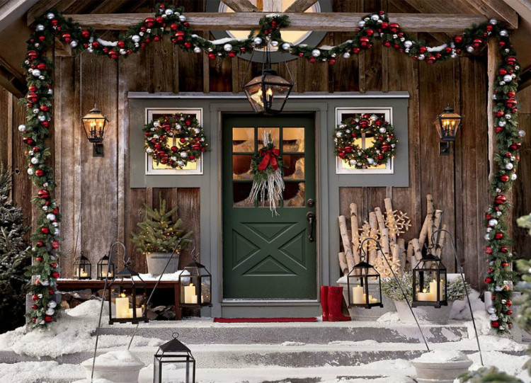 Holiday Season Exterior Decoration