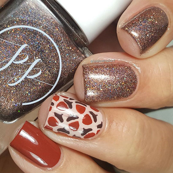 simple yet cool thanksgiving nail design
