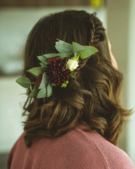 Short hair flower braided hairstyle