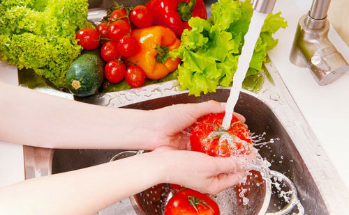 Washing your-veggies and fruits home oil essentials
