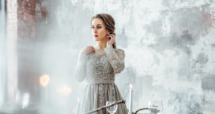 7 Tips For How To Accessorize A Silver Dress Like A Stylist