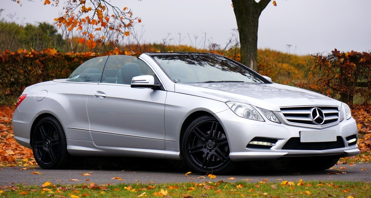 Best 7 Luxury Cars for Long-Distance Road Trips with Family