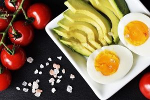 STICKING TO YOUR KETO DIET: 7 KETOGENIC LIFESTYLE TIPS