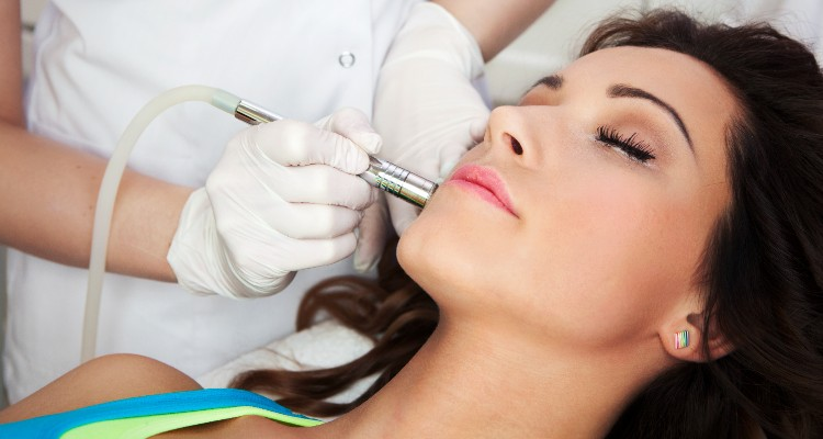 Laser Acne Scar Removal 101: 6 Tips from the Experts