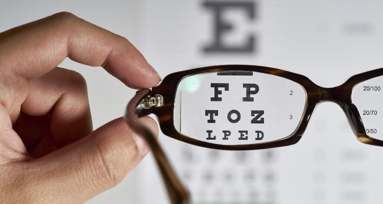 How Do You Know If You Need Glasses? 9 Signs You Need to See an Optometrist