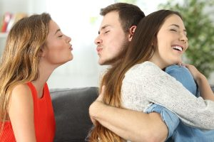 How to tell If Your Boyfriend is Cheating: 5 Signs to Watch Out