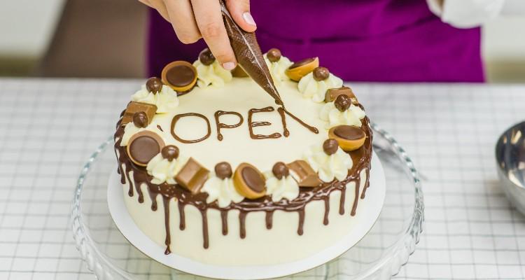 How To Write On a Cake