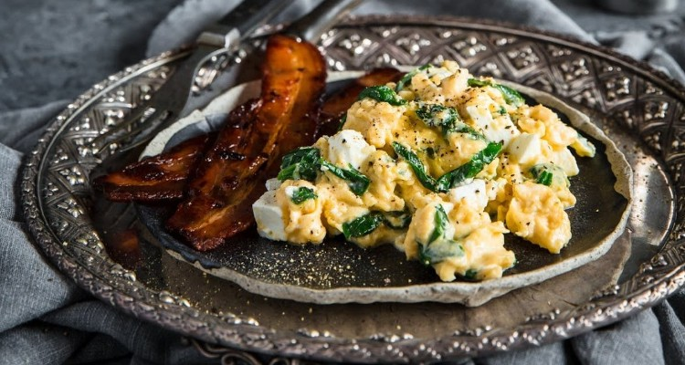 A Cholesterol-Low Recipe of Cinnamon-Maple overnight Oats with Spinach-Feta Scramble & Currants