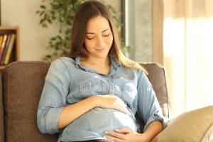 7 Proven Tips To Have A Happy And Positive Mind During Pregnancy