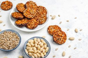 Health Benefits of having Peanuts & Sunflower Seeds in your Snacks