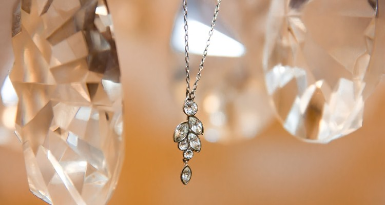 How to Wear Your Silver Jewelry to Look Your Best