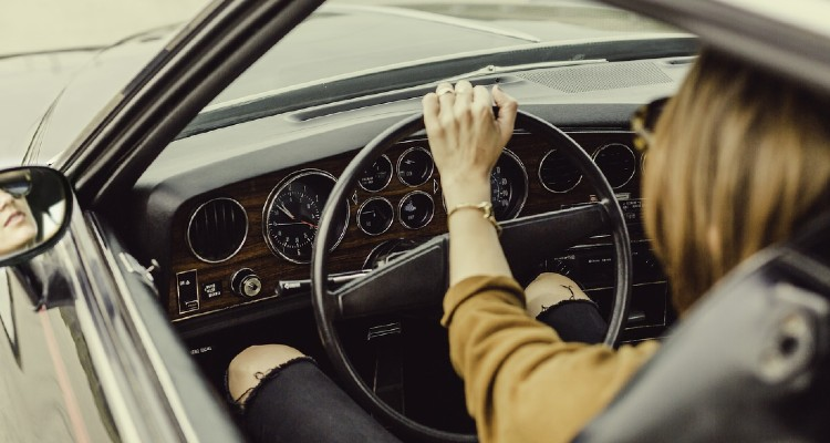 6 Crucial Tips That Will Help Women Become Safer Drivers