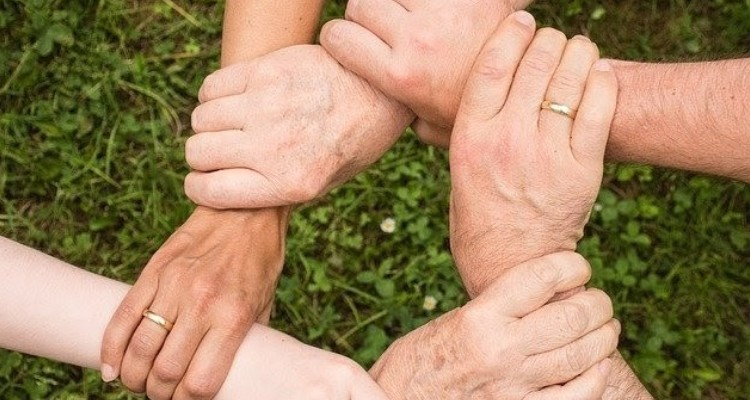 How to Keep Your Aging Relatives Happy and Taken Care