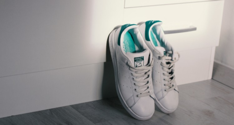 Top 6 Best Outfits to Pair with Your Sneakers
